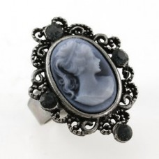 Miss Manners Cameo Ring (em 4 cores)